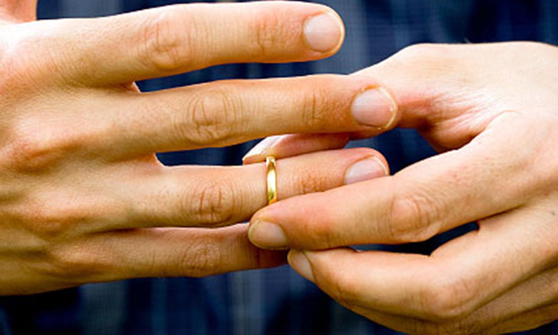 Divorce Hands Ring.png