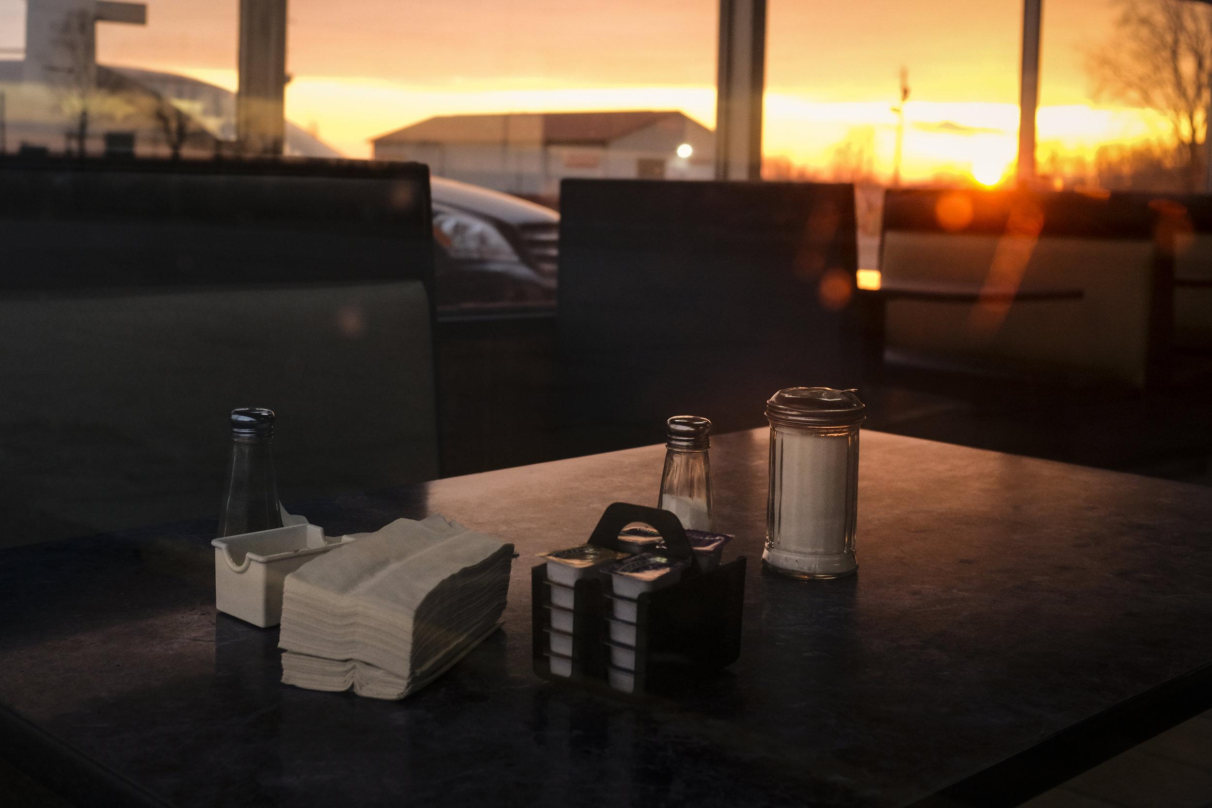 Sundown, Christmas evening in the diner.