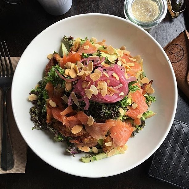 ⚡️⚡️ POWER SALAD⚡️⚡ Kale, avocado, pear, celery, sunflower seeds, kipfler potato, pickled onion and flaked almonds - add smoked salmon or chicken for the ultimate protein hit 👊. 📸 @pamannaddict⠀⠀⠀⠀⠀⠀⠀⠀⠀ . ⠀⠀⠀⠀⠀⠀⠀⠀⠀ #SydneyEats #SydneyFoodie #SydneyFoodies #Sydneyfood #Sydneycafe #SydneyBreakfast #sydneyfoodporn #darlinghurst #darlinghursteats #sydneybrunch #sydneyfoodlover #breakfastinsydney