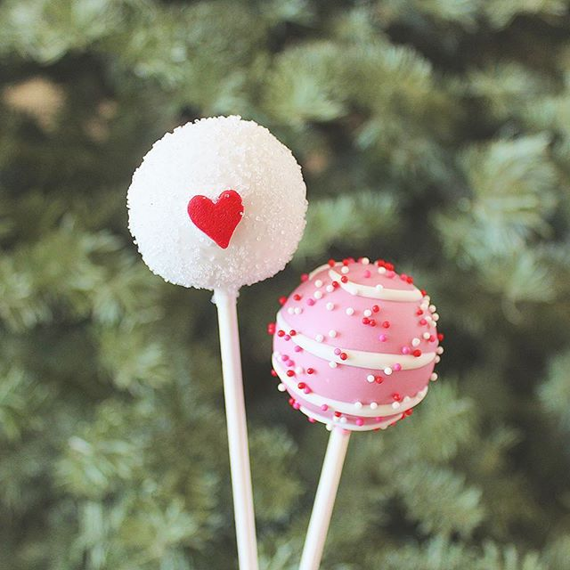 Simple yet so sweet ❤️ . . #cakepops #dessert #sweets #foodie #foodporn #dailyfood #cake #cupcake #cute #valentine #valentines #valentinesday #love #hearts