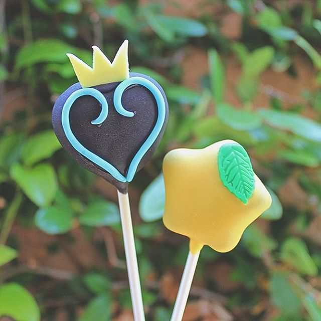 Kingdom Hearts 👑❤️🗝 . . #cakepops #dessert #sweets #foodie #foodporn #dailyfood #cake #cupcake #cute #kawaii #sprinkles #kingdomhearts #paopufruit #squareenix