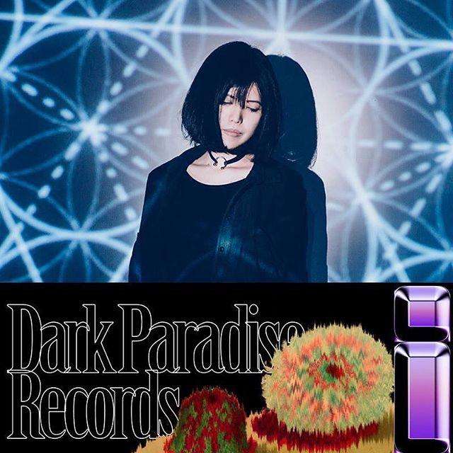 :::Dark Paradise Records : Label Night HK 2018::: :::演出單位: @ruby_fatale 鹿比 ∞ 吠陀 從地下音樂場景到獲得金音獎肯定,鹿比∞吠陀迅速的發展,奠基於從小開始的鋼琴、小提琴古典音樂訓練以及多年的金屬樂團歷練,形成兼具古典、金屬等多元音樂風格,以及深具Band Sound特色的電子音樂,現場呈現極具戲劇張力的演出方式。  以首張專輯《重力與恩寵》獲第七屆金音獎最佳電音專輯獎肯定;而今年發行的新專輯《蒼白》,呈現一齣充滿人們流動奔走的「劇場」組曲,於是在大量電子聲響與器樂取樣中,加強了人聲歌唱元素的比重,展開和三位不同風格的歌手合作,讓人看見鹿比∞吠陀開創電子音樂新路線的想像力和企圖。  #為我們紀錄下這段蒼白的必經過程 :::Dark Paradise Records : Label Night HK 2018::: 時間:2018.09.08 7PM 地點: @thistownneeds  票價:HKD 250(預售)/ HKD 450(兩人同行預售) 購票:https://goo.gl/9erHbu 活動資訊:https://goo.gl/VCLt7z