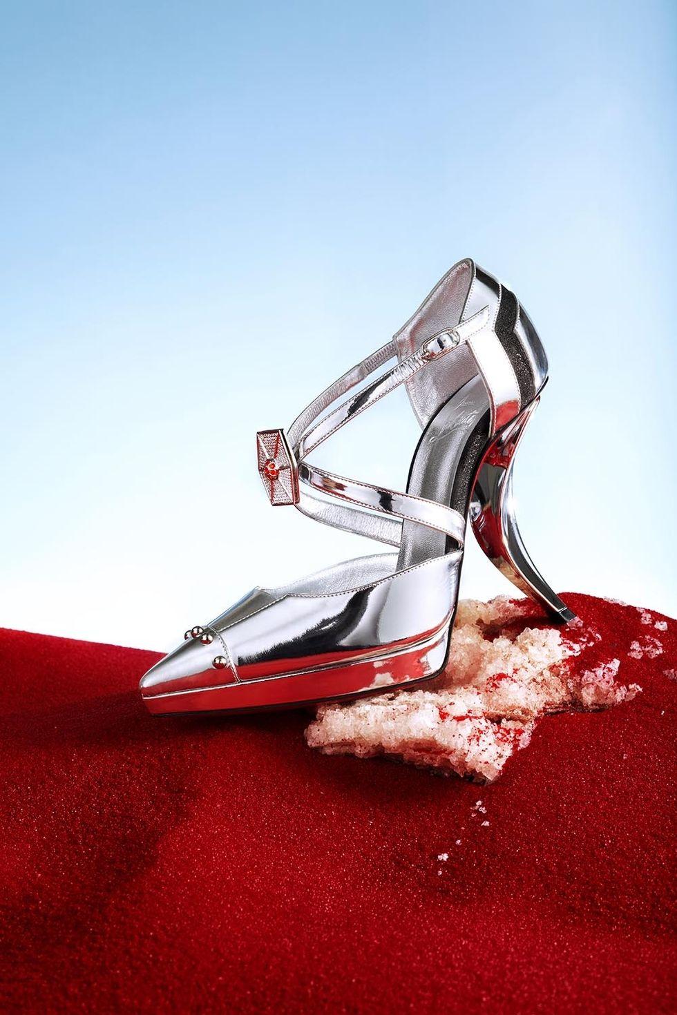Captain Phasma (Gewndoline) shoe.jpg