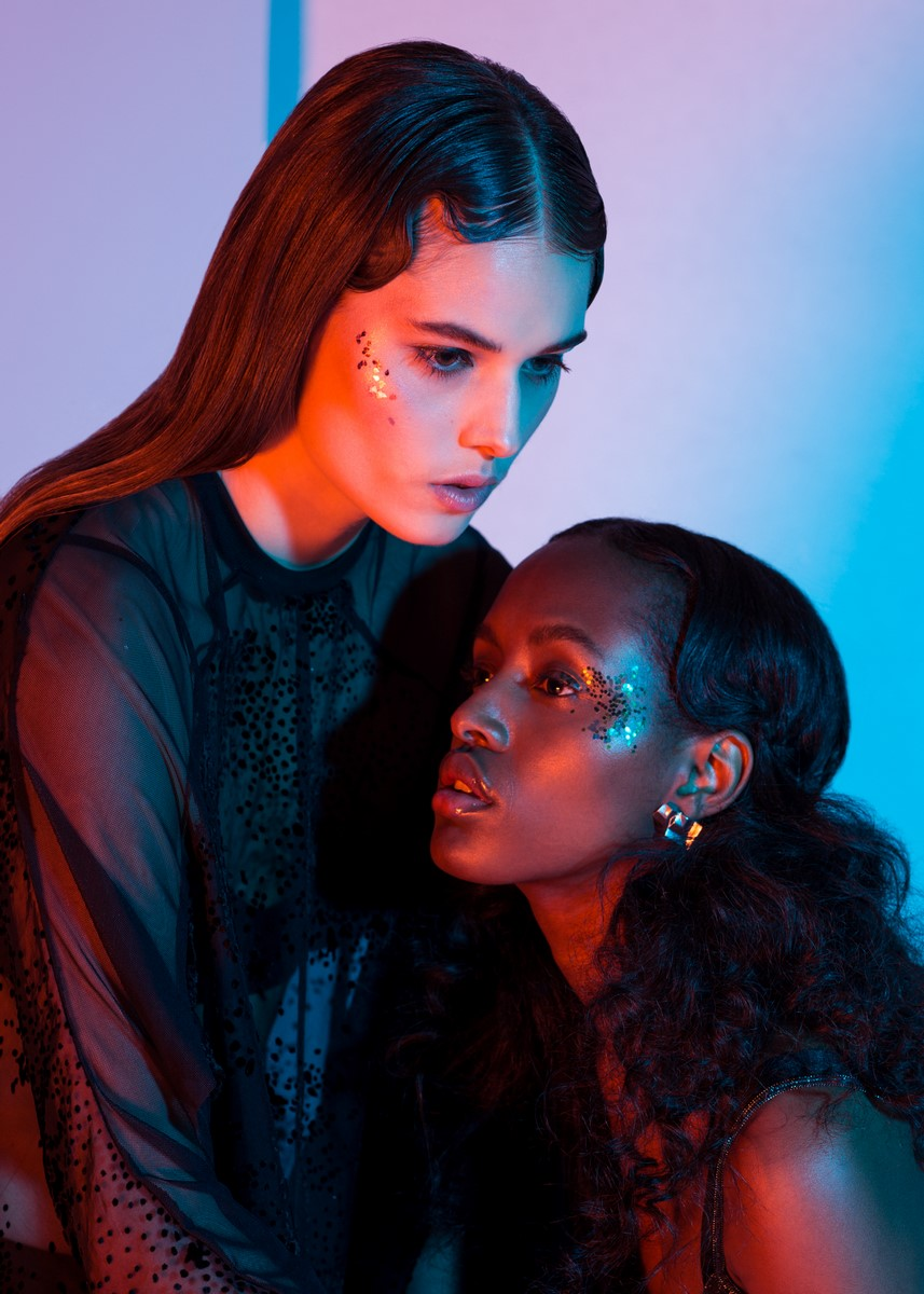 Model left / Johanna S Top: Ambra Fiorenza Berlin Model right / Yo Beirao Earings: Studio Machine