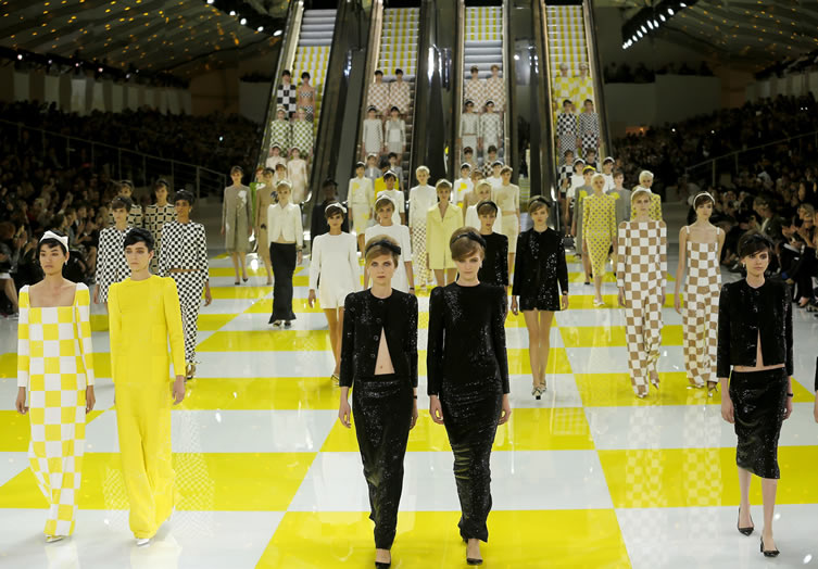 Jacobs iconic collection wows onlookers with his stunning show and working escalators!