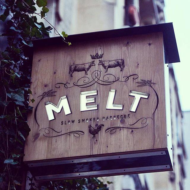 Enseigne drapeau pour le Restaurant MELT -  http://meltparis.com/fr
