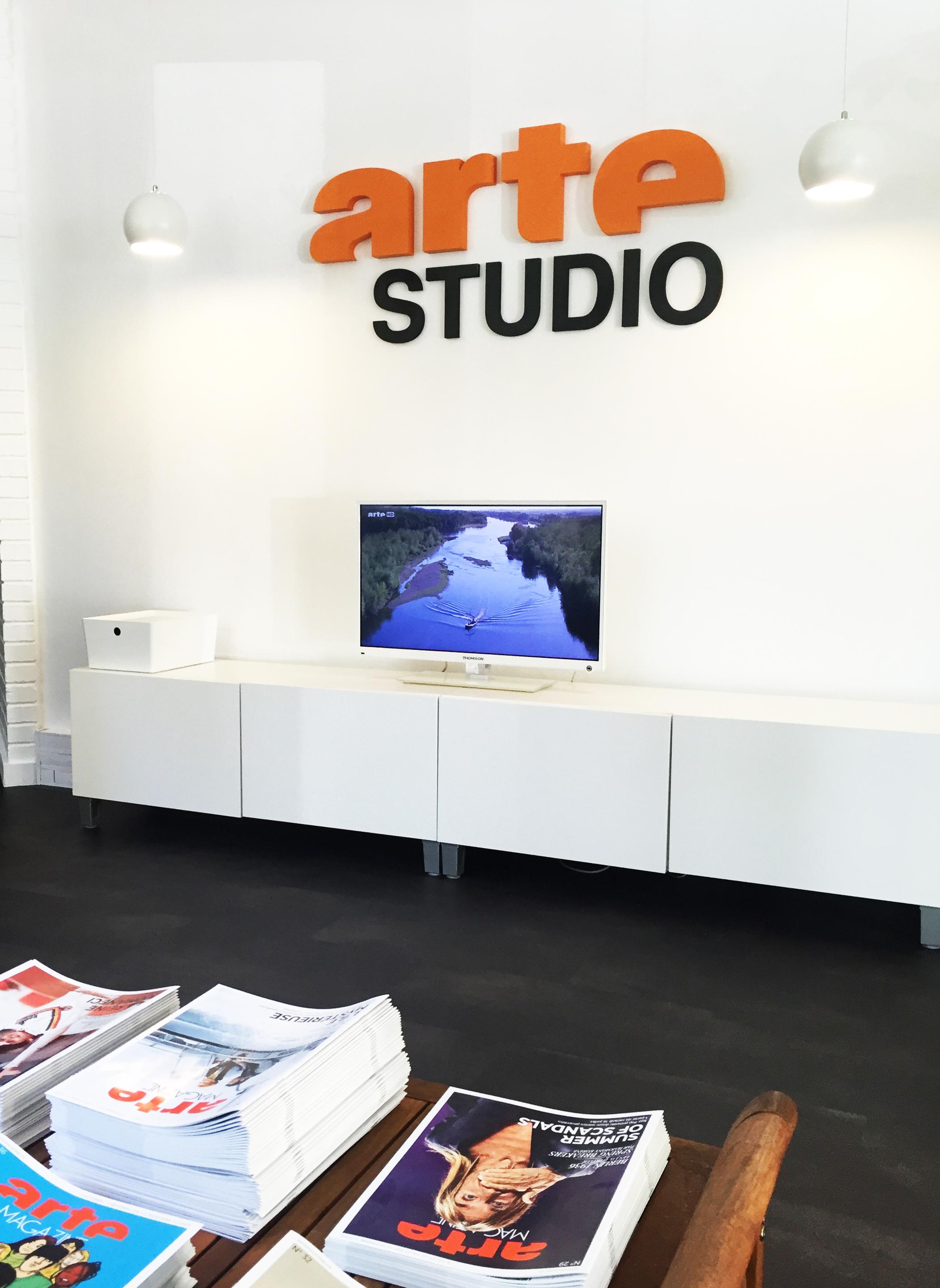 Enseigne épaisse pour les bureaux de ARTE Studio