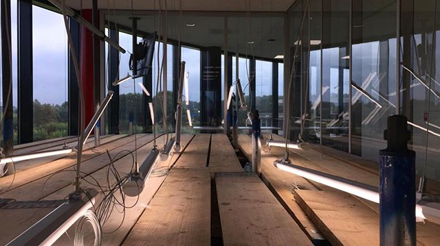 wooo Work in progress | We zijn hier bezig met een licht installatie van 7m hoog, 12m breed...... resultaat volgt [project Experience center, @teamsunweb ]