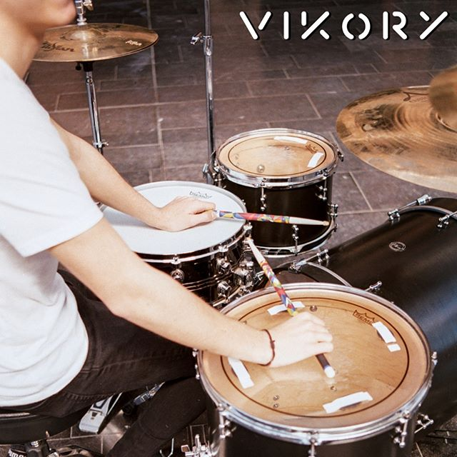 Drumming tutorial : How to add style and beauty to your drumming ? Play with Vikory drumsticks. ✌️🔥 #vforvikory  #drumporn #instadrums #drumming #musicians #drumtrepreneur #drumuniversity #drummerlife #drumstick #percussion #hickory