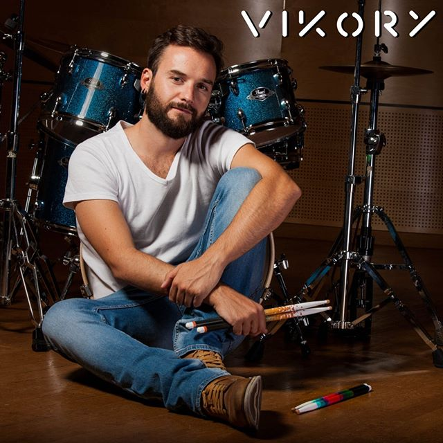 Our 2nd endorsed artist is called Savinien Thomas and he is french! ✌️🔥🥁🇫🇷 Savinien has been a very early believer of Vikory after his girlfriend offered him a pair (what an amazing gift right ?) We got along so naturally that welcoming him in the Vikory family was a no brainer to us!  Savinien is a drummer for the band @dead_bones_bunny which does a brilliant mix between Rockabilly and Metal. Definitely check it out!  Welcome to the Vikory family @savidrummer_bunny ! 🎉  Photo by @eladanelrair  #drum #batterie #drumsharing #drumstagram #drumtrepreneur #drumuniversity #music #bateria #playingdrums #drummerlife #vikory