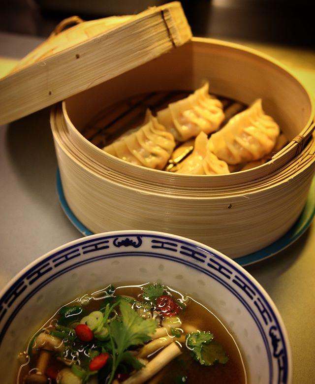 Dumplings Tom Yam🥟🥟🥟 #streetfood #hitchhiker_oslo #lavaoslo #mathallen #dumplings
