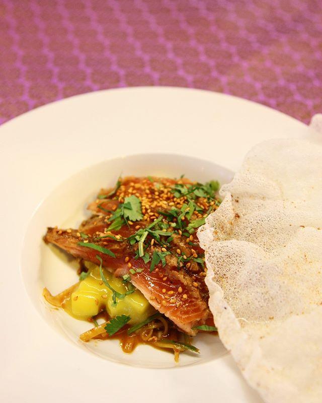 Ørret tataki med mango og rischips🤘 #streetfood #lavaoslo #hitchhiker_oslo #mathallen #tataki