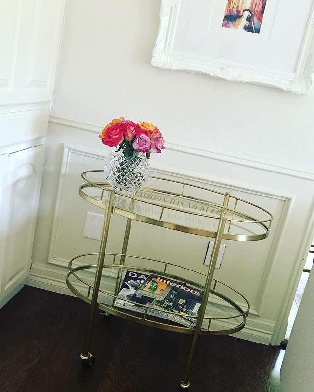 The right accessories make all the difference!! Loving my new bar cart, super versatile. . . . . . #dallasinteriordesigner #dallastx #dallasartdistrict #dallasdesigndistrict #dallasdesigner #dallasrealtor #dallashomes #homestaging #designdetails #homeinteriors #contemporarydesign #modernhome #designlovers #colleyville #grapevinetx #flowermound #southlaketx #instagramtexas  #lightingdecor #homeaccessories #homedetails #homedetail #dallasmarket #dallasmarketcenter #designerhome #homefurniture #dallaslife #dfwrealstate #dallasrealstate #pinklover