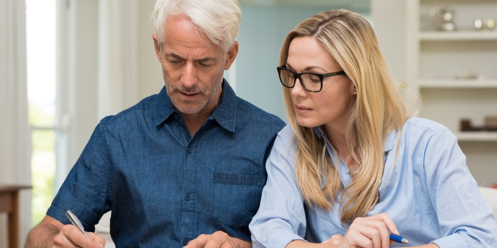 couple-calculating-bills-picture-id531414656-2.jpg