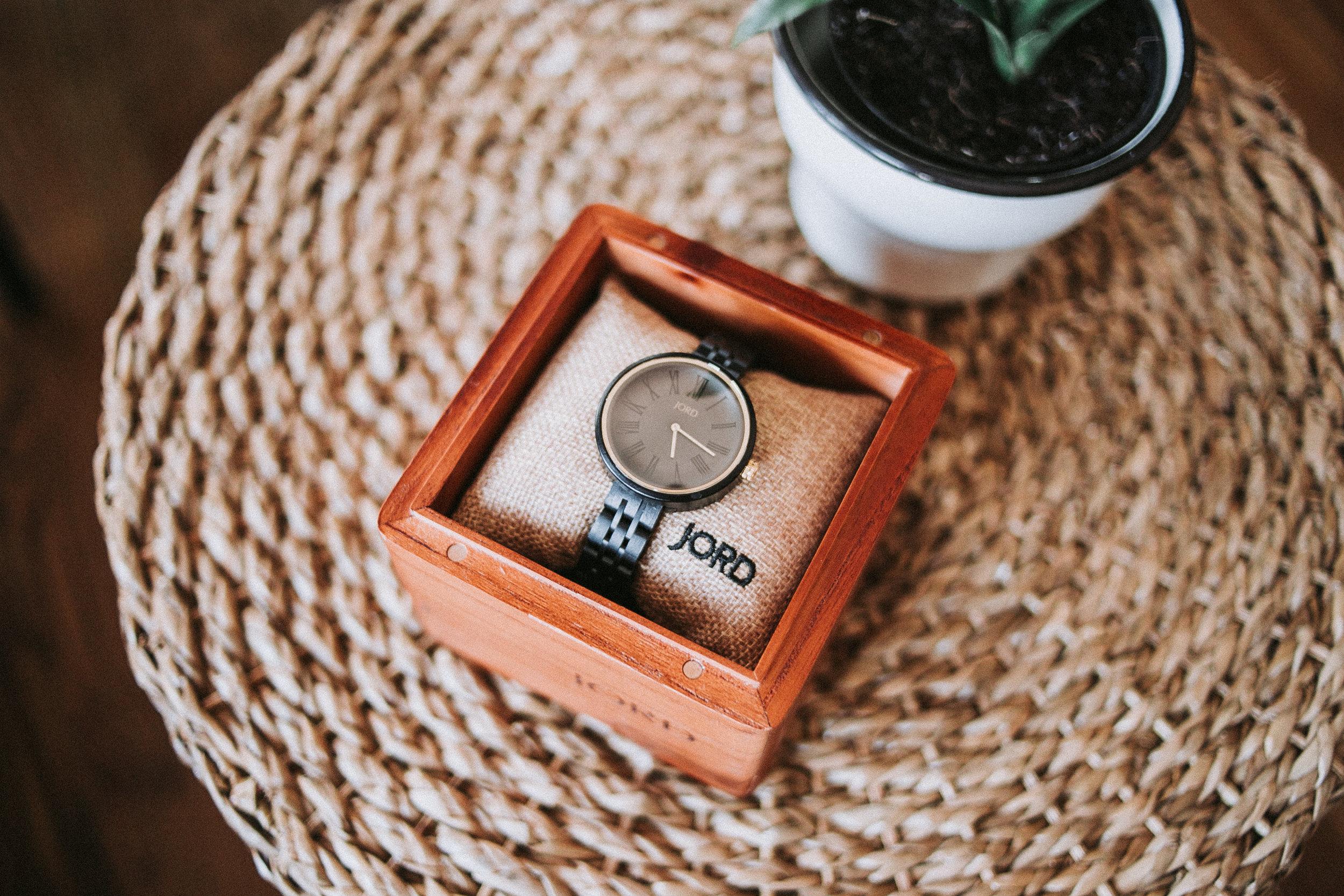 Jord Watches minimal design in wood box