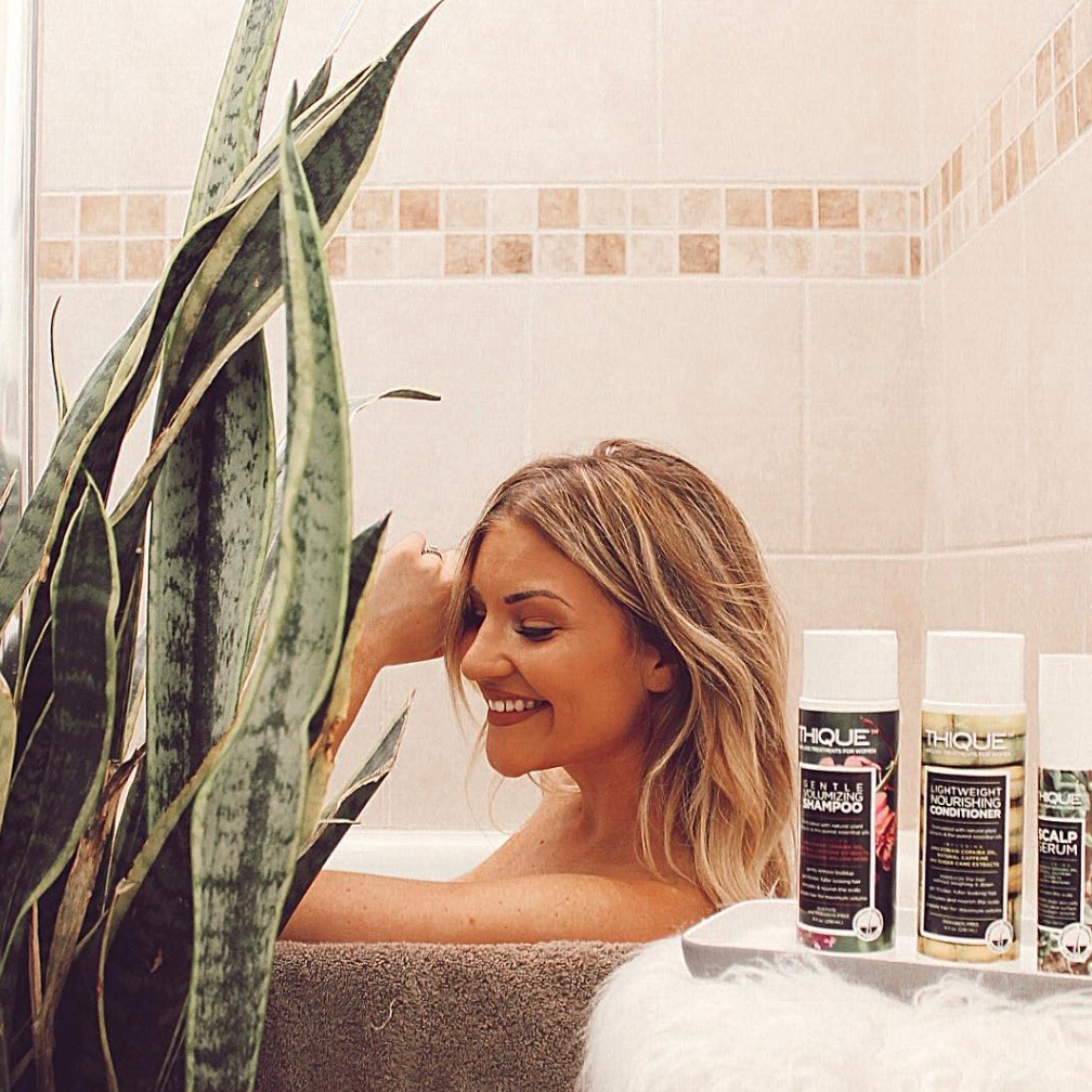 """""""This shampoo made my hair extremely thick after just one wash.""""  LINDSEY G."""