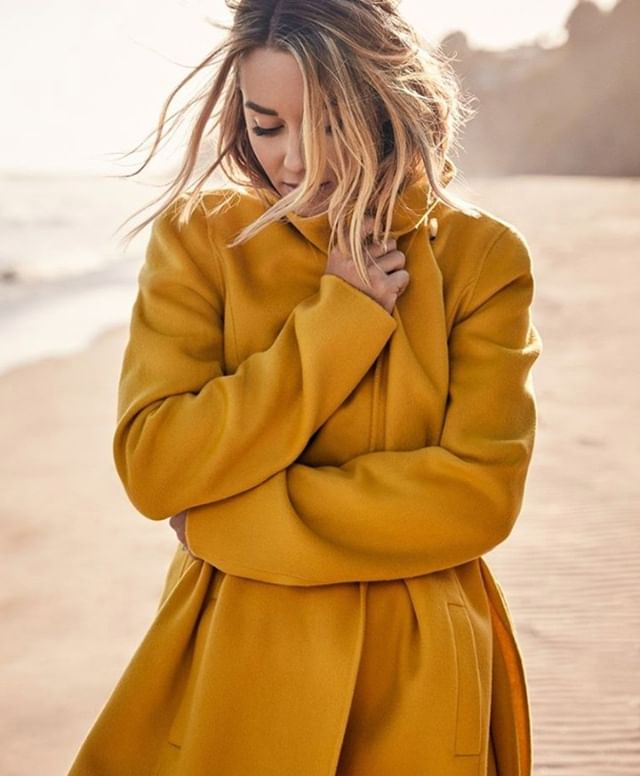 Cute jacket weather, is that you? 🧥  PC: @justincoit @laurenconrad . #thique #thiquehaircare #thiquehair #thiquehairproducts #thiquehairsolutions #naturalproducts #fall #jackets #fashion #yellow #laurenconrad #fallfashion #coolweather #fallbreeze #shorthair #wavyhair #friday #friyay