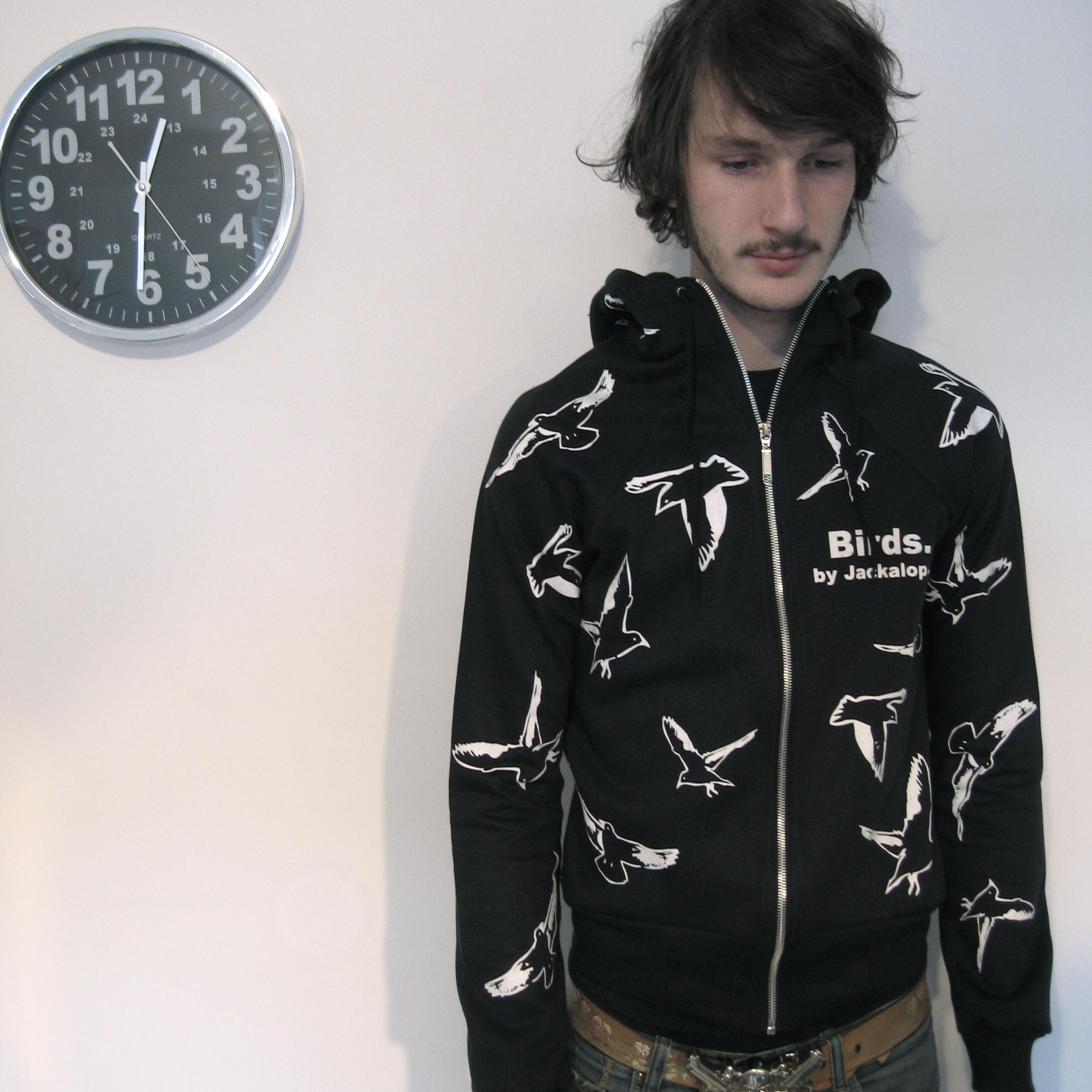 Birds by Jackalop. Veste à capuche  entièrement fabriquée au Québec  par Jackalop, à partir de  matériaux québécois , en  2007