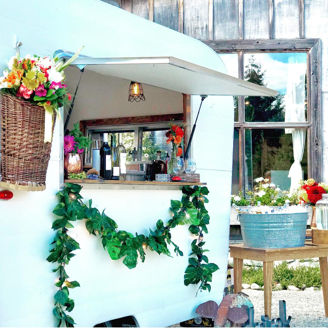 My-Little-Dahlia-Mobile-Bar-Co_WiW.jpg
