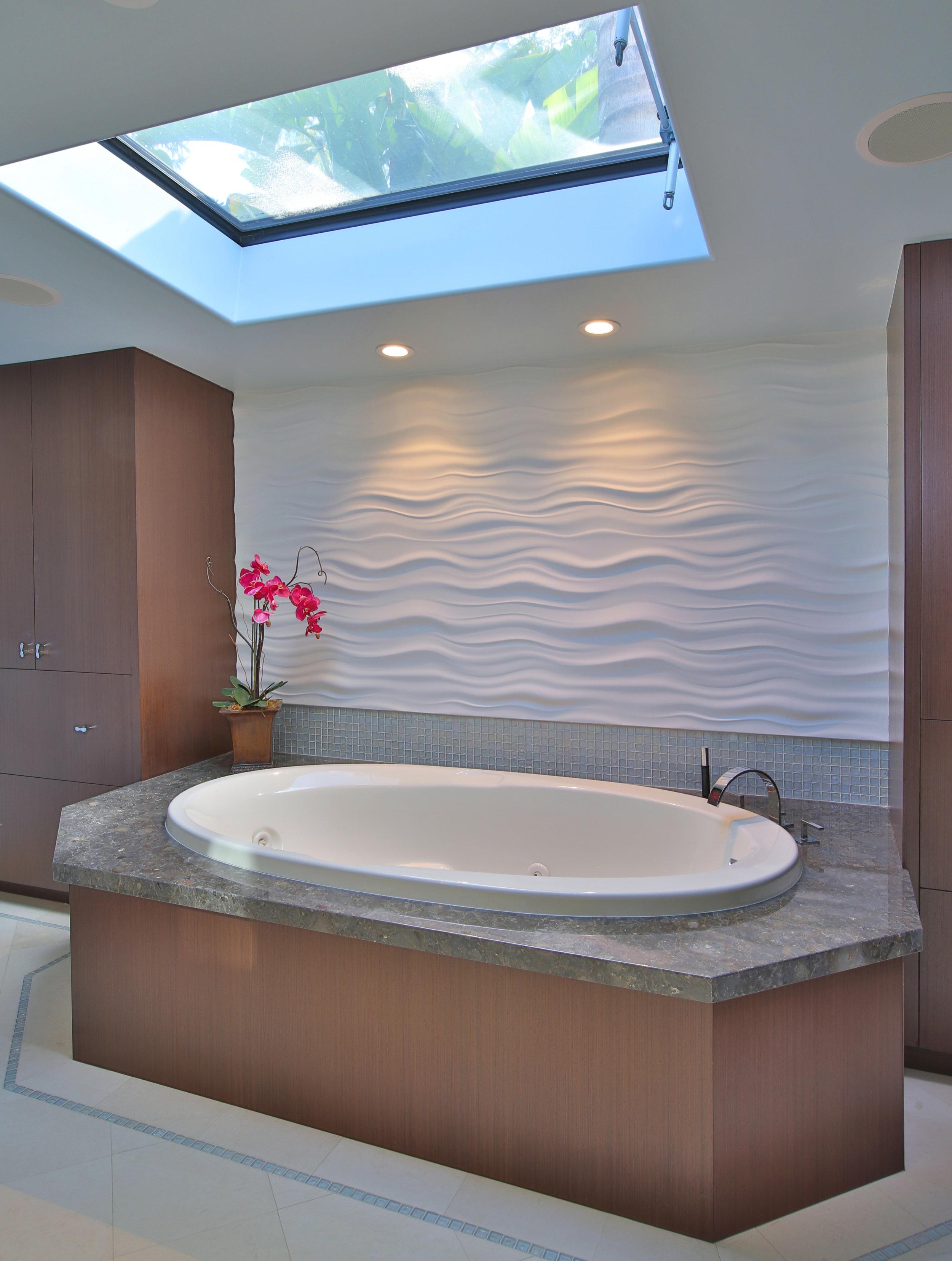 Master Bath Tub Area.JPG