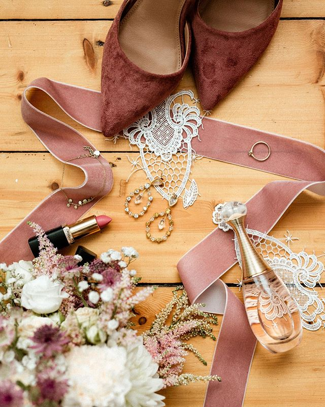 Some details from the wonderful morning of Tina & Erik's wedding day a couple of weeks ago. ✨ . . . . . #weddingphotographer #destinationweddingphotographer  #intimatewedding #weddinginspiration #junebugwedding #belovedstories #belovedweddingstories #dirtybootsandmessyhair #theknotwedding #bohowedding #pnwedding #heywildwedding #loveintentionally #loveauthentic #photobugcommunity #hippiewedding #momentsovermountains #justalittleloveinspo #theweddinglegends #loveanddevotion #wanderingphotographers #adventurouswedding #lookslikefilm #wildelopments #makeadventure #muchlove_ig #authenticlovemag #radcouples #radstorytellers #hochzeitsfotografdüsseldorf