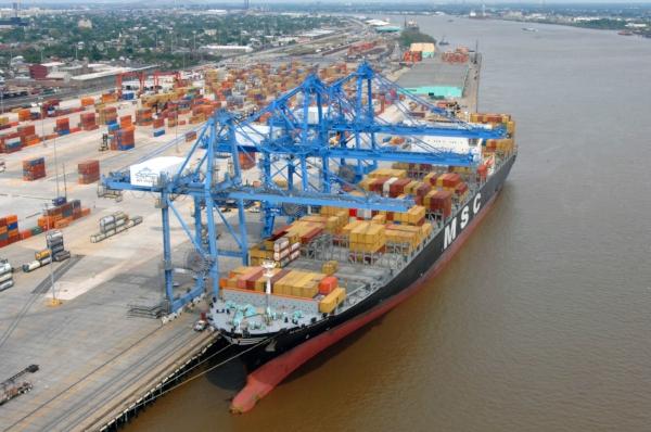 Container Ship at the Napoleon Avenue Terminal. Photo by Gnovick via  Wikipedia .