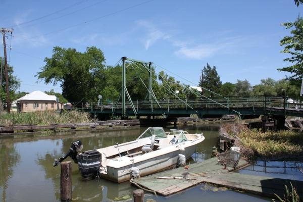 Bayou Black swing bridge, Gibson, LA. Photo by cmh2315fl via  Flickr .