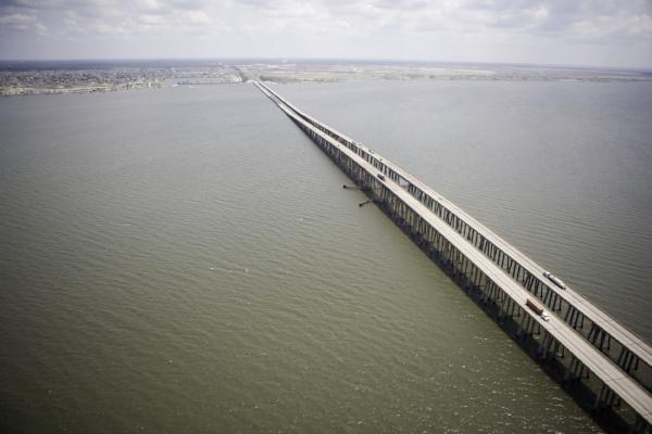 Twin Span Bridge. Photo by Ed Edahl via the  FEMA Photo Library .
