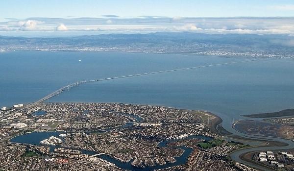 San Mateo-Hayward Bridge. Photo by calbookaddict via  Wikimedia Commons .
