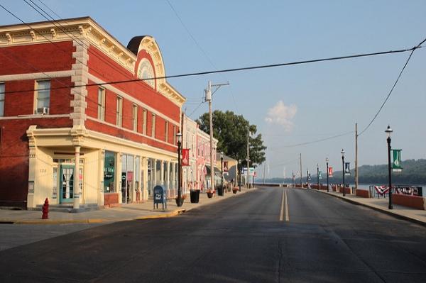 Downtown New Richmond, OH. Photo by Joseph A via  Flickr .