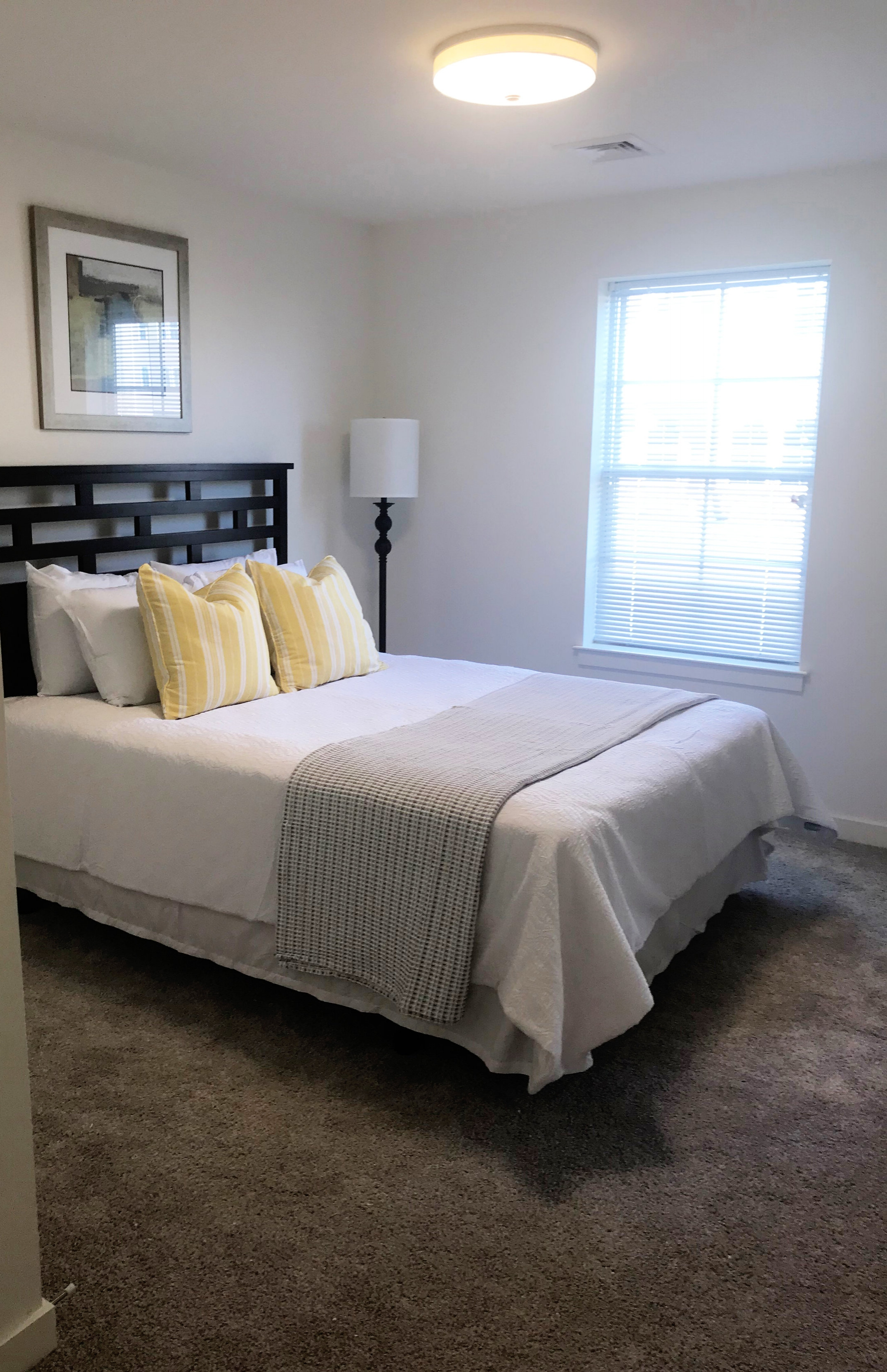 timbercreek_apartments_bedroom_brandmint_05.29.2018.jpg