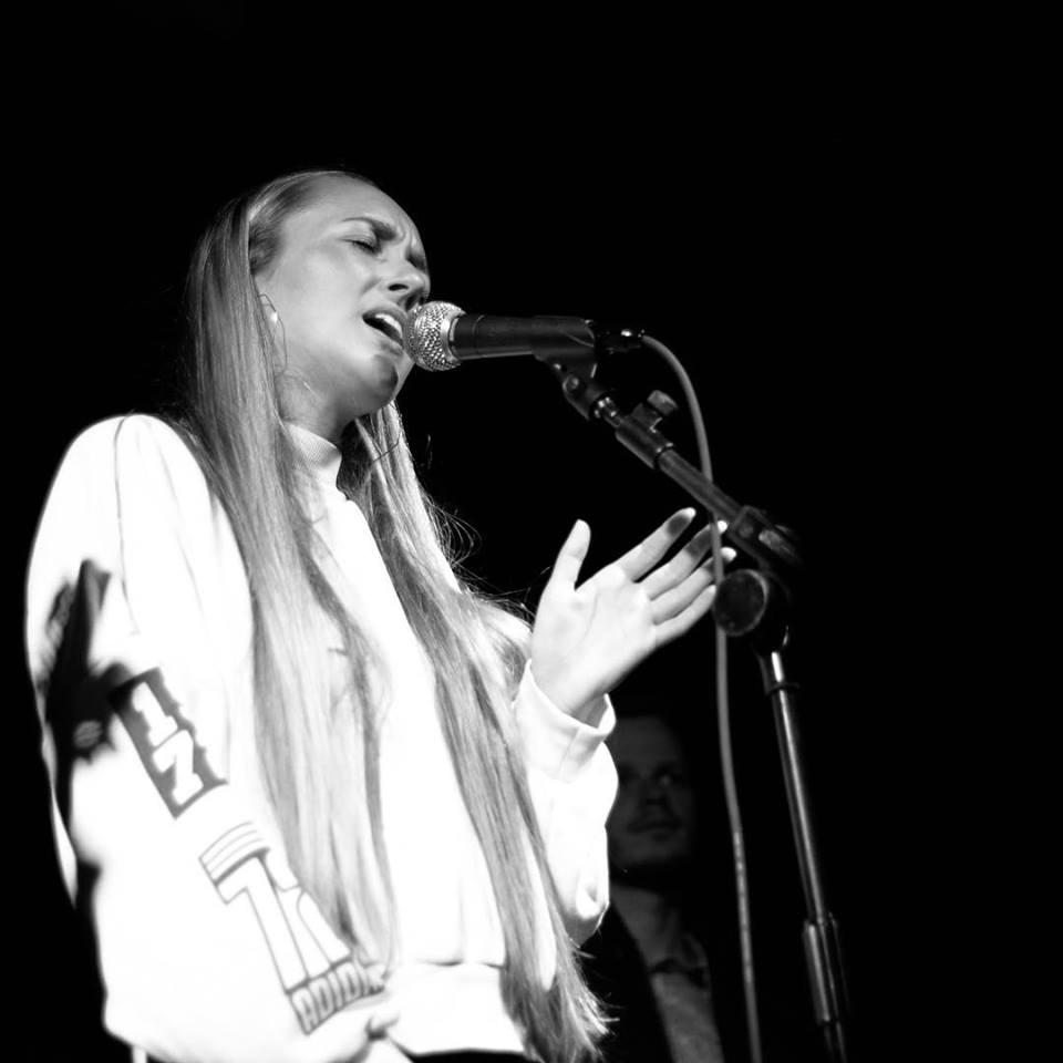 Molly Green live shot2.jpg
