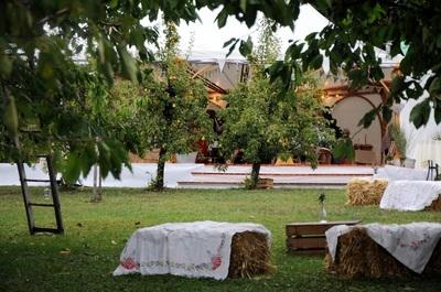 rustis wedding styling - bales of hay