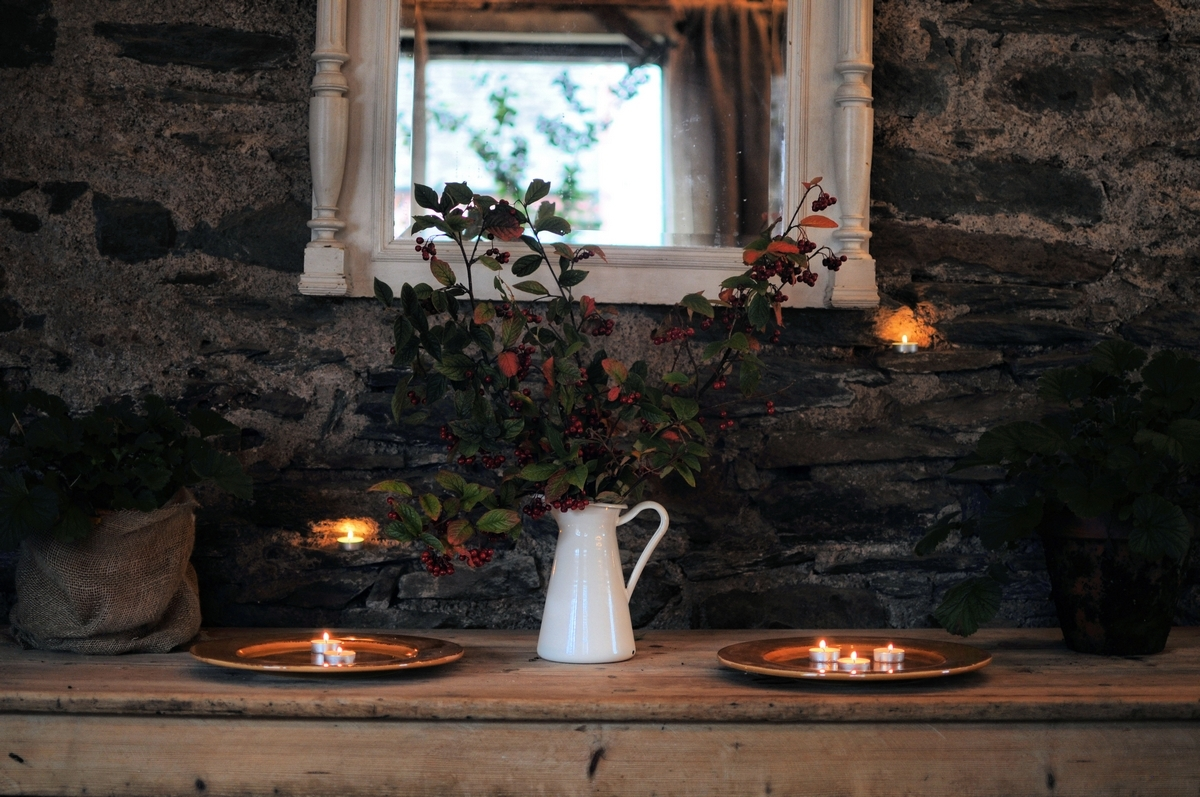 Achnabreck Farmhouse - The rustic barn. Styling events,photoshoots & web design
