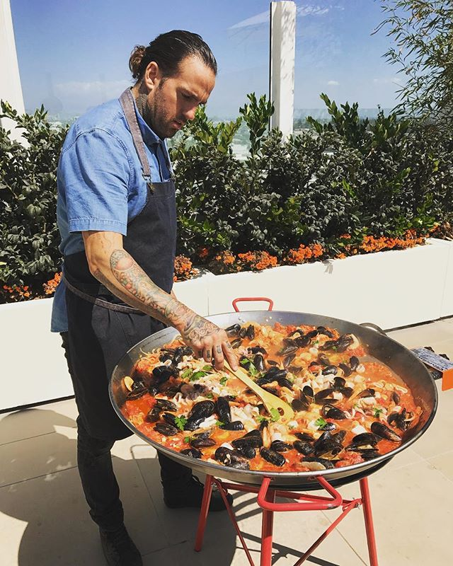 A little Santa Monica rooftop Cioppino in the making .. buon appettito! #docktotable #docktodish #seafood #cioppino #eatfresh #eatlocal #californialiving #coastalliving #weddingcaterer #caterer #notabaddayattheoffice #slowfood #seeyouatthetable #eaterla #laeats #eeeeeats #buonappetito #cookwithlove 🐟🦐🦑🔥🍷