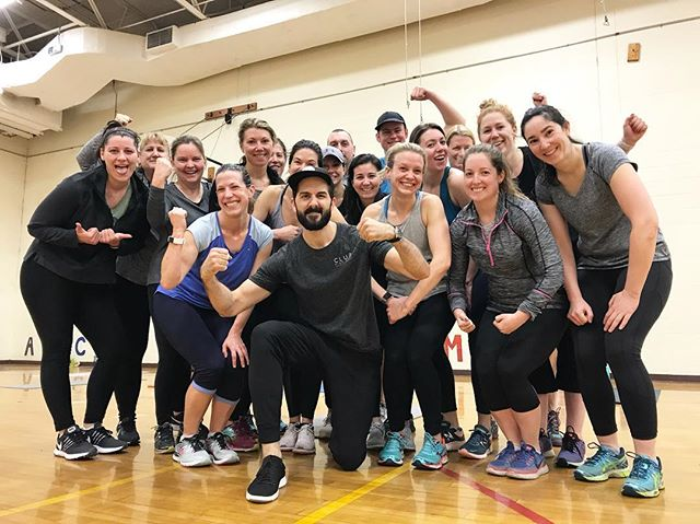 Rise N' Sweat 💦 the crew is kicking it through the last month of indoor #bootcamp before heading back to bunkerhill Monument for our outdoor season 💪🏻