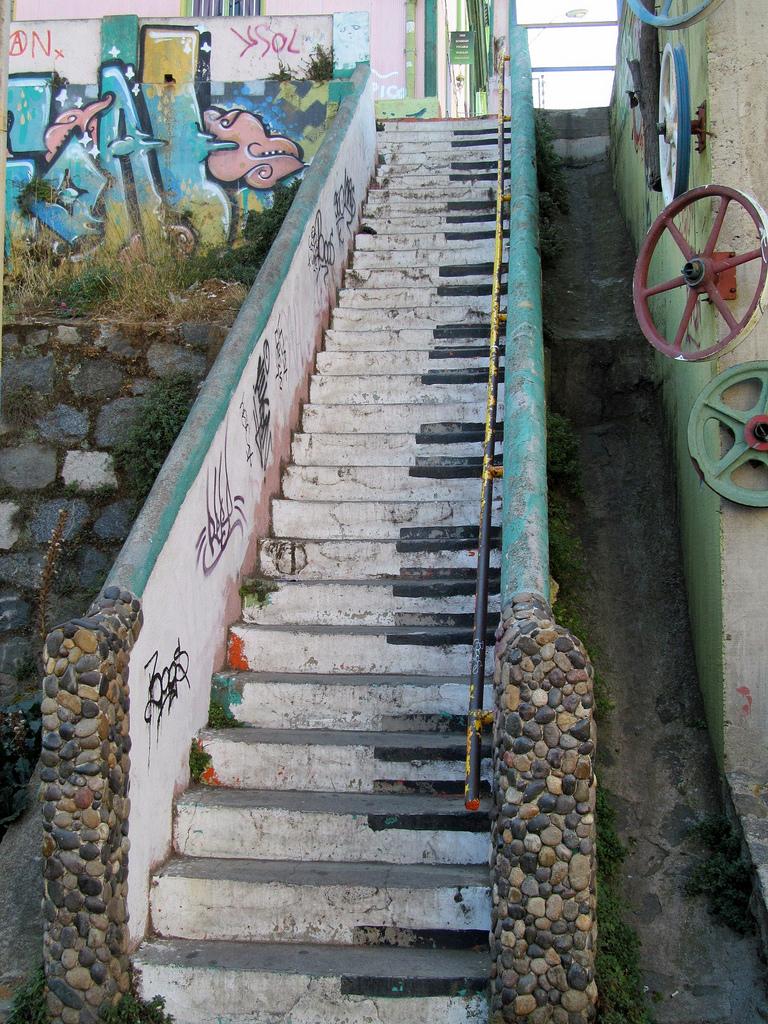 Piano Stairs,Valparaíso Photo:  Lynda   Pinterest Inspiration