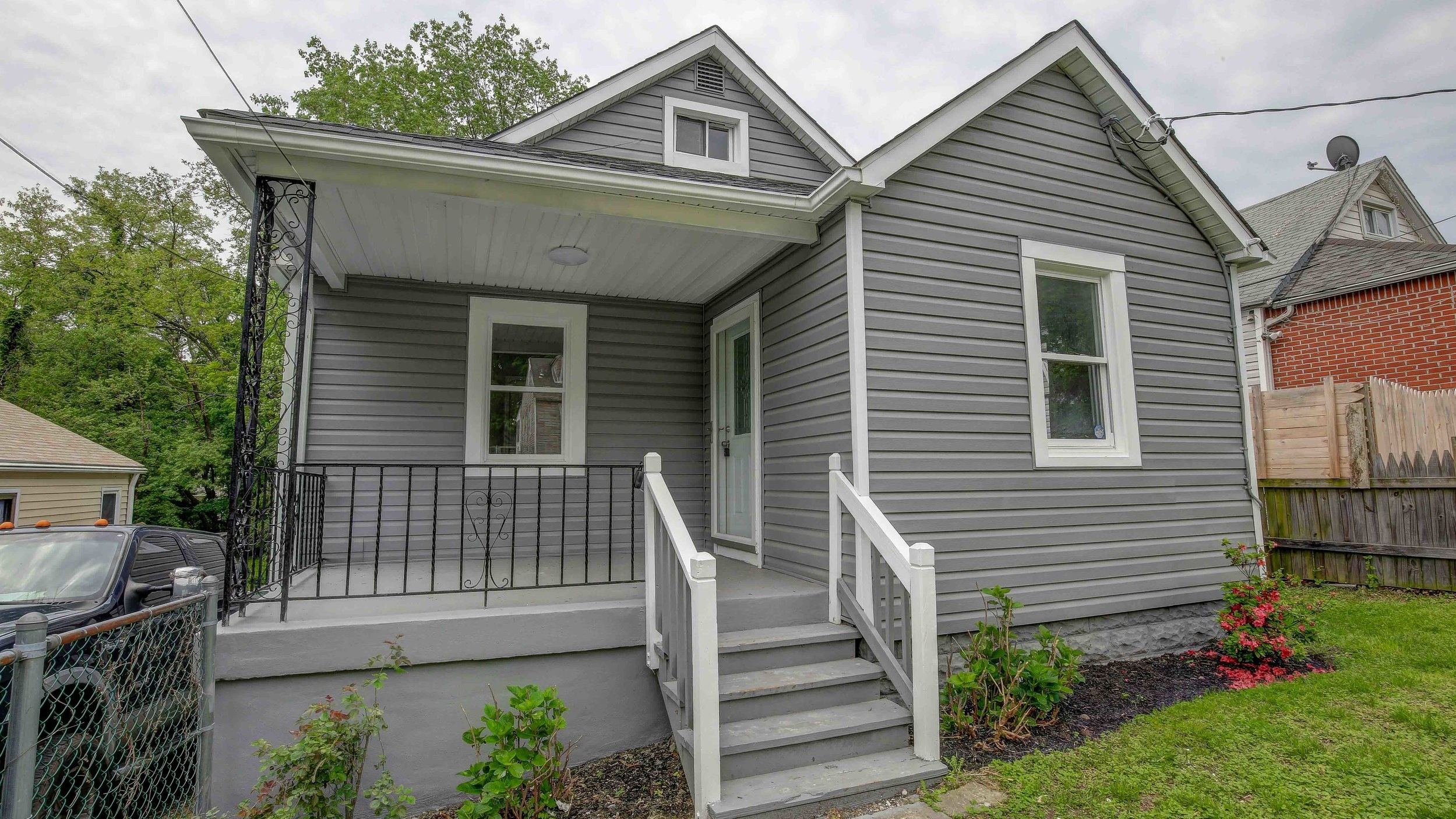 Available now | OFFERED AT $285,000  2909 HILLTOP AVENUE, HALETHORPE  SCHEDULE YOUR PRIVATE TOUR | 443.889.3095   LEARN MORE >