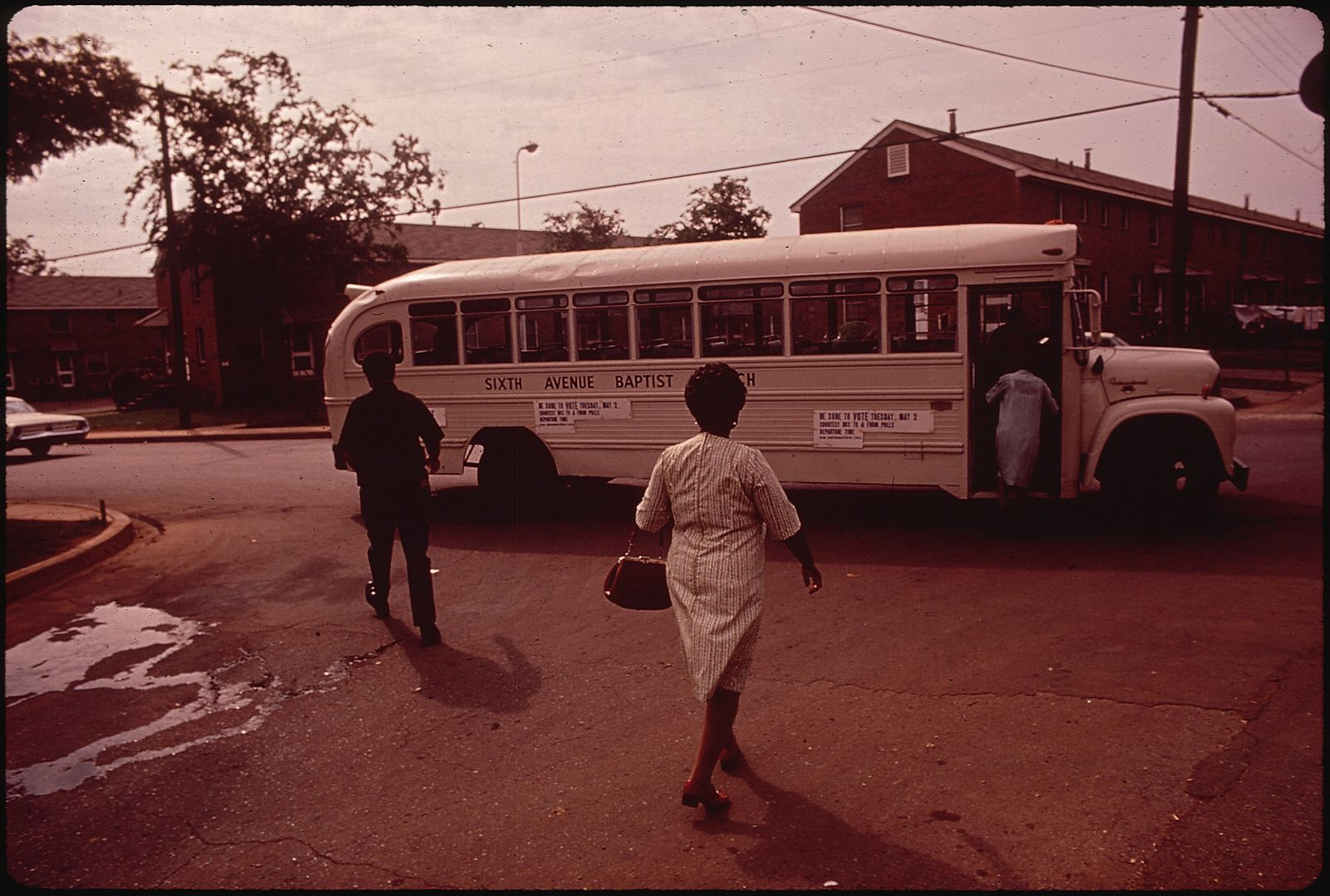 SIXTH_AVENUE_BAPTIST_CHURCH_PROVIDES_BUS_TO_GET_VOTERS_OF_BLACK_COMMUNITY_TO_THE_POLLS_ON_PRIMARY_ELECTION_DAY_-_NARA_-_545385.jpg