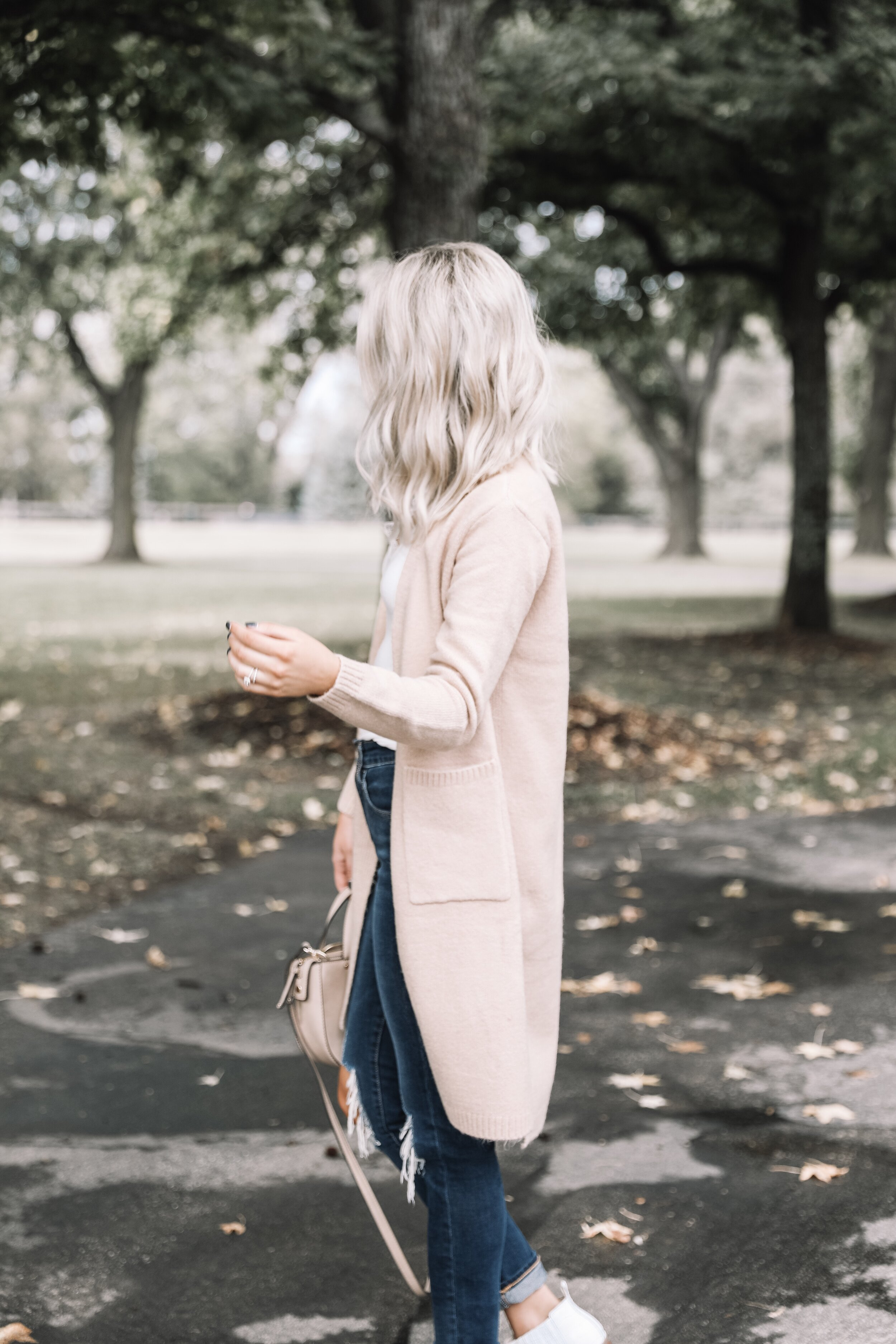 Love the long line cardigan with the pockets!