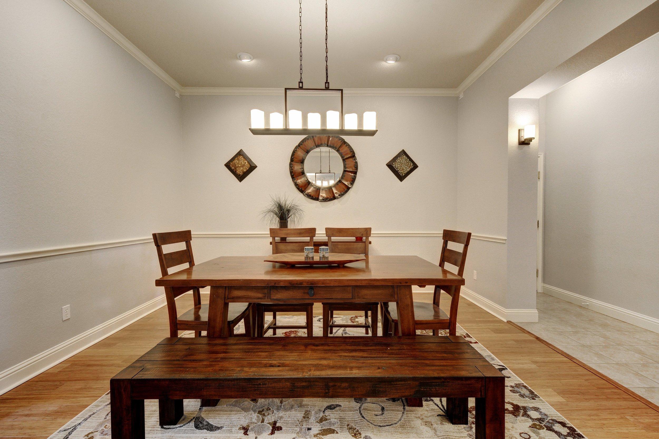 013-248949-Formal Dining 002_5638101.jpg