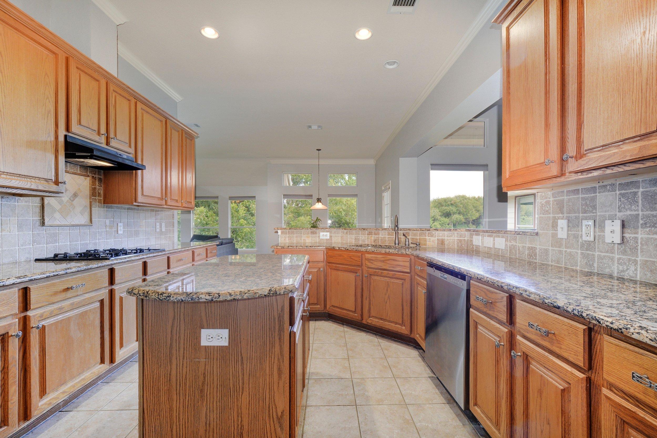 016-248949-Kitchen 001_5638107.jpg