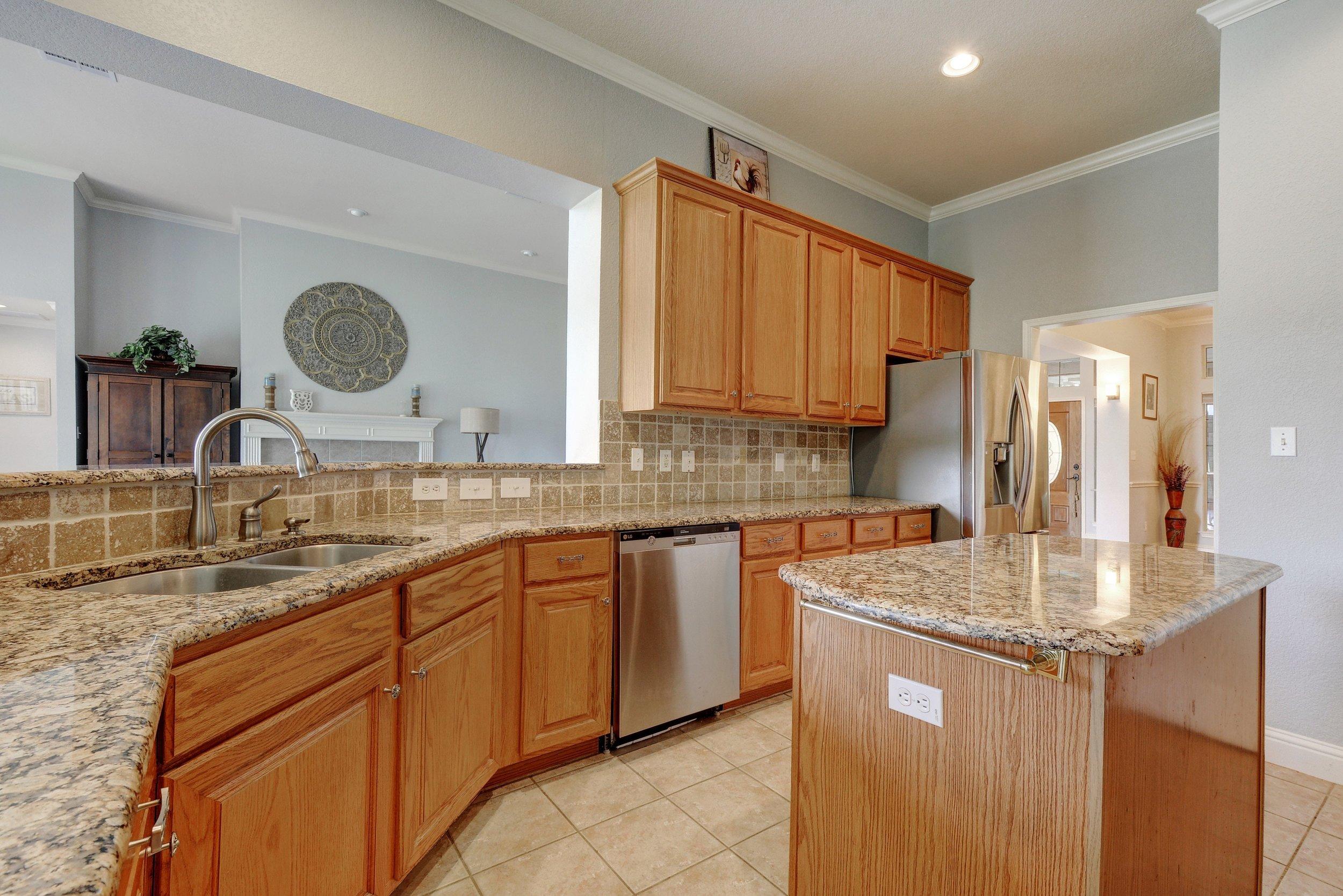 019-248949-Kitchen 004_5638114.jpg