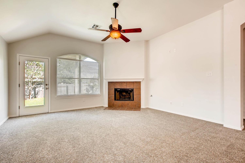1723 Fallen Leaf LN Round Rock-large-002-1-Living Room-1500x1000-72dpi.jpg