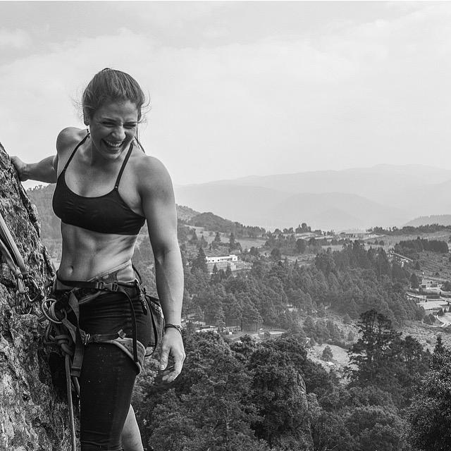 Adriana Duarte   Escaladora de Cuernavaca y estudiante de arquitectura de la Ibero. Practica escalada deportiva y bloque y le motiva practicar más la escalada tradicional. Sus áreas de escalada favoritas son Los Dinamos, CDMX y el Chonta, Guerrero.
