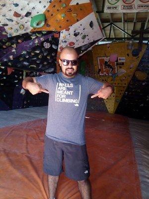Carlos G Mondragón   Escalador Oaxaqueño y entrenador de escalada especializado en niños y jóvenes. Carlos ha ABIERTO vías principalmente en las zonas oaxaqueñas de San Sebas, La Meca, Capulalpam y Yagul. Es Fundador de Muro Mondragón en Oaxaca.