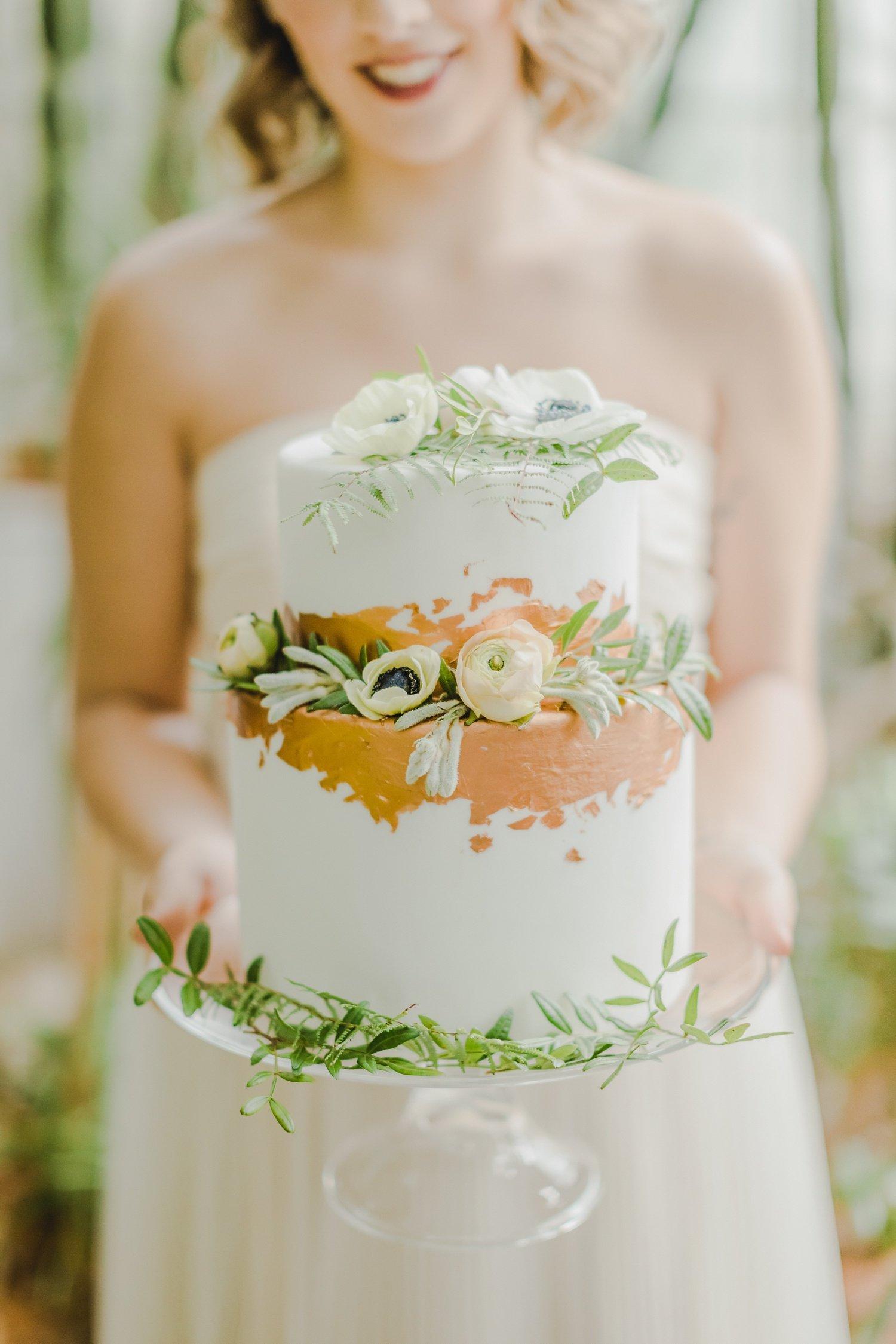 Moderna poročna torta.