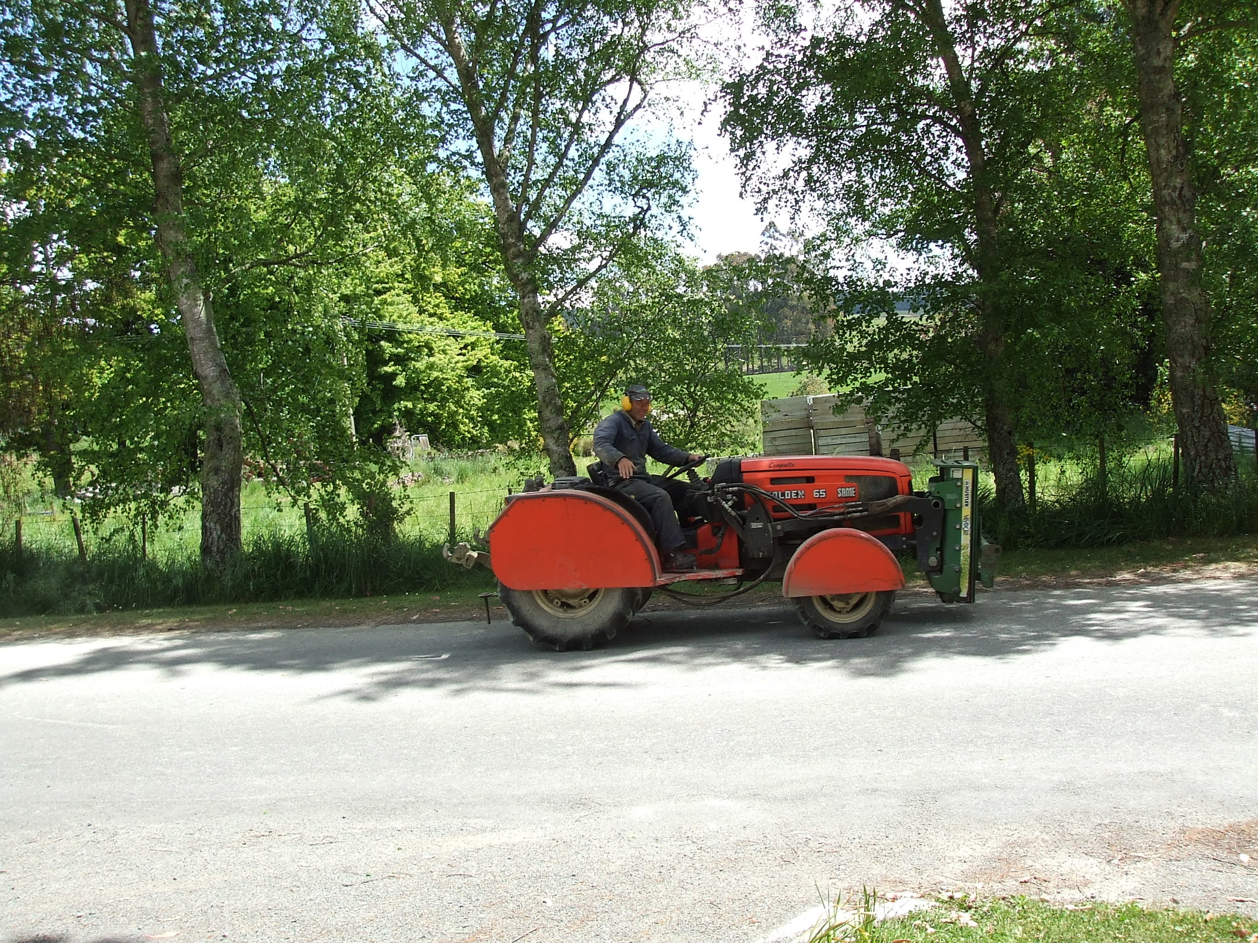 Moutere tractor