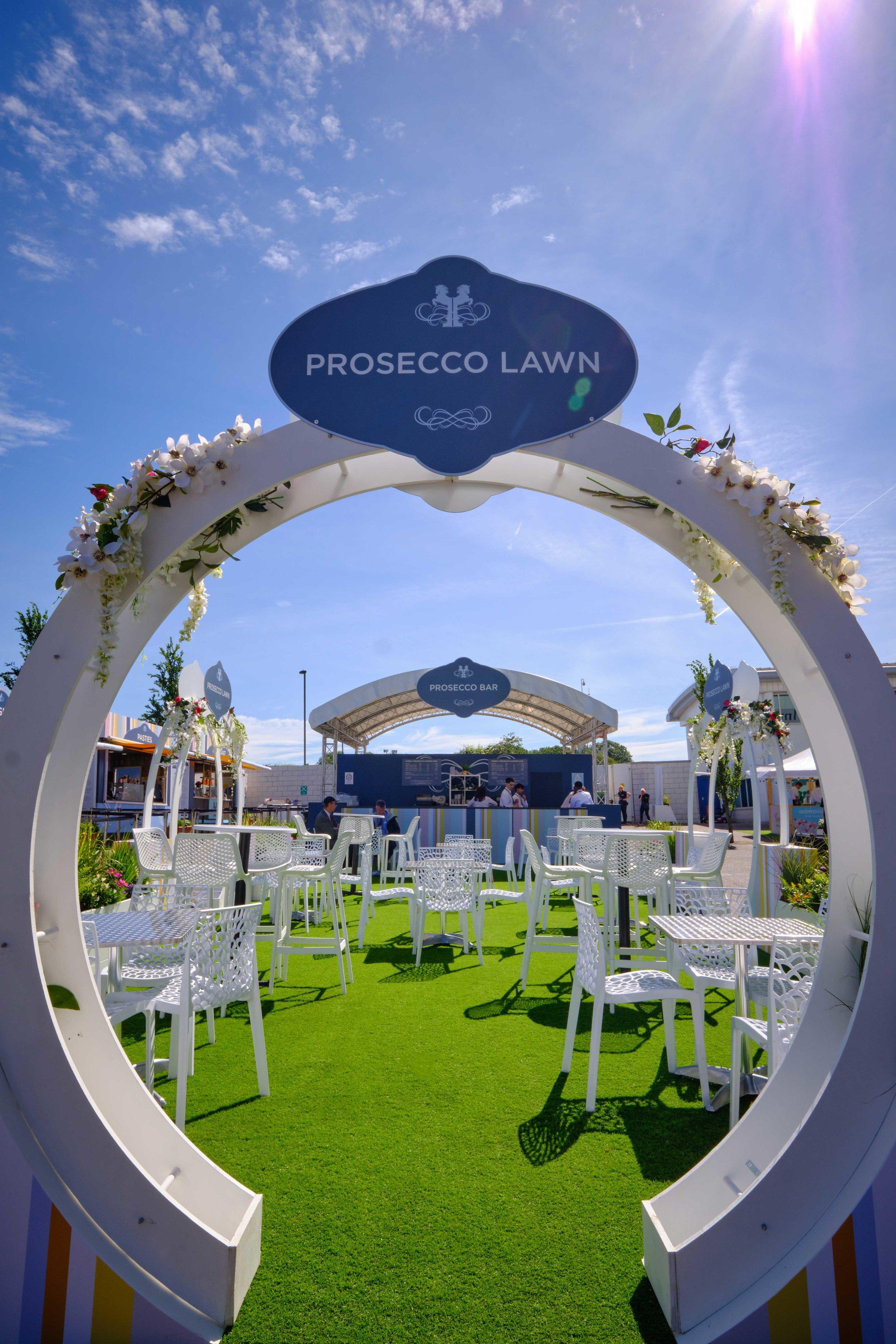 Epsom-Prosecco-Lawn----6.jpg