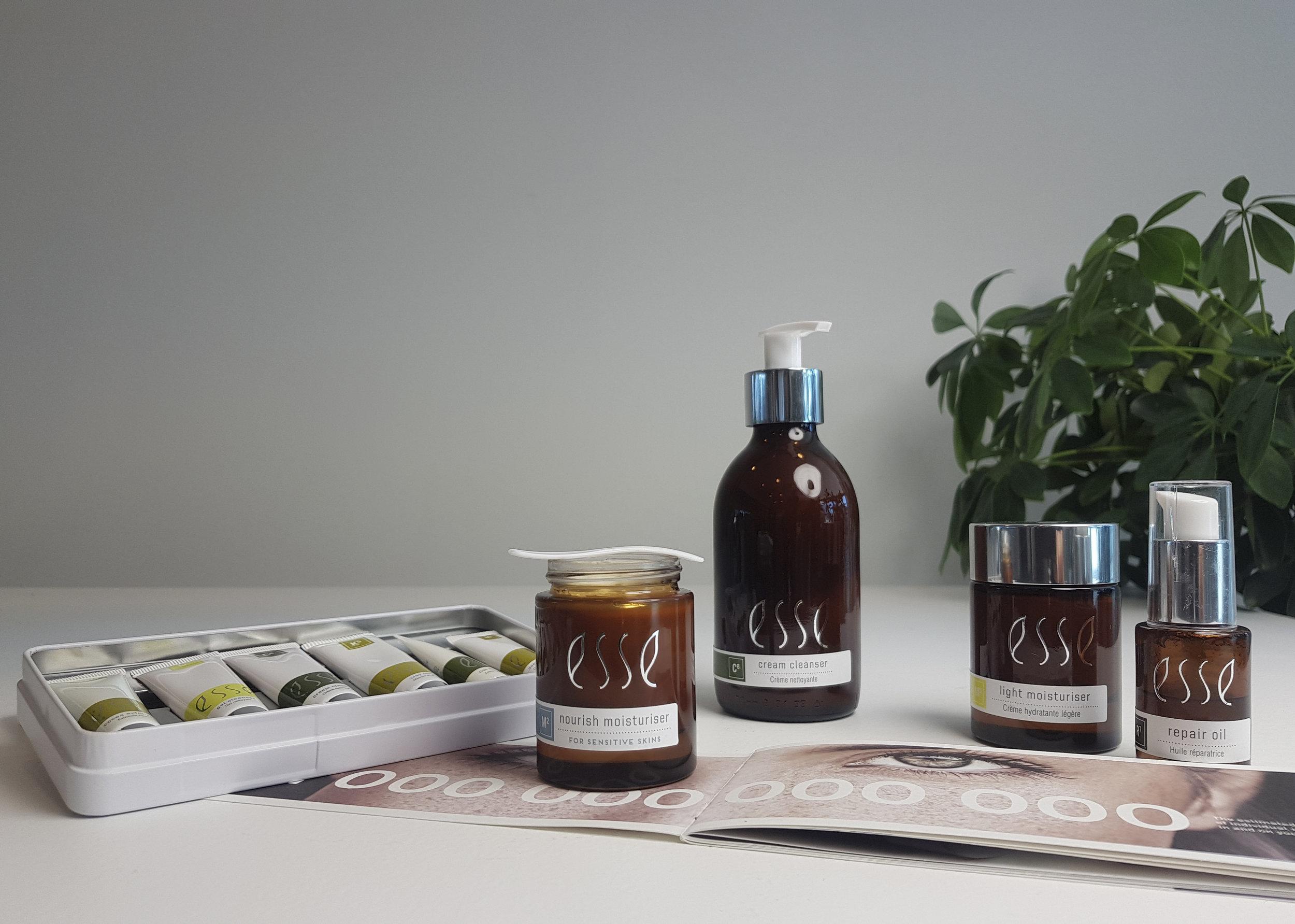 Skin Atelier on viimevuosina panostanut luomutuotteisiin ja vihreään ajatteluun. Esse Skincare tuotteet ovat luomusertifoituja. Myynnissä klinikallamme.